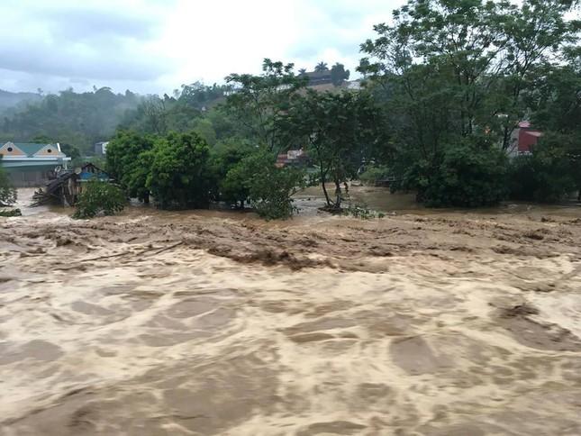 Lũ tàn phá Yên Bái: Sập cầu Suối Thia, chia cắt Trạm Tấu ảnh 2