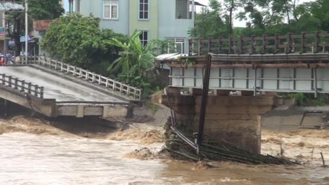 Lũ tàn phá Yên Bái: Sập cầu Suối Thia, chia cắt Trạm Tấu ảnh 1