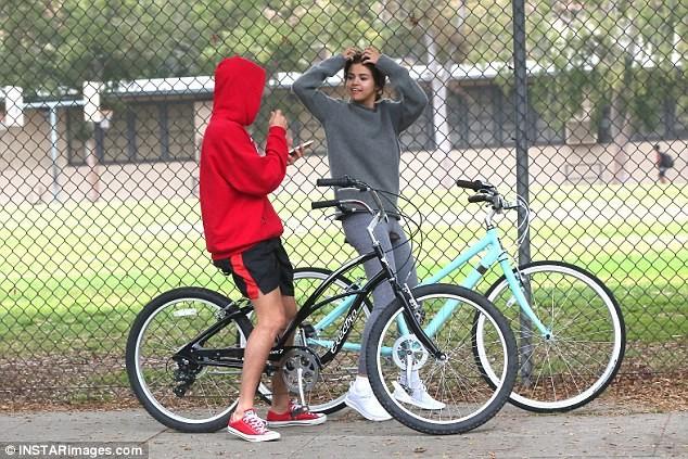 Selena Gomez tràn ngập hạnh phúc bên tình cũ Justin Bieber ảnh 4