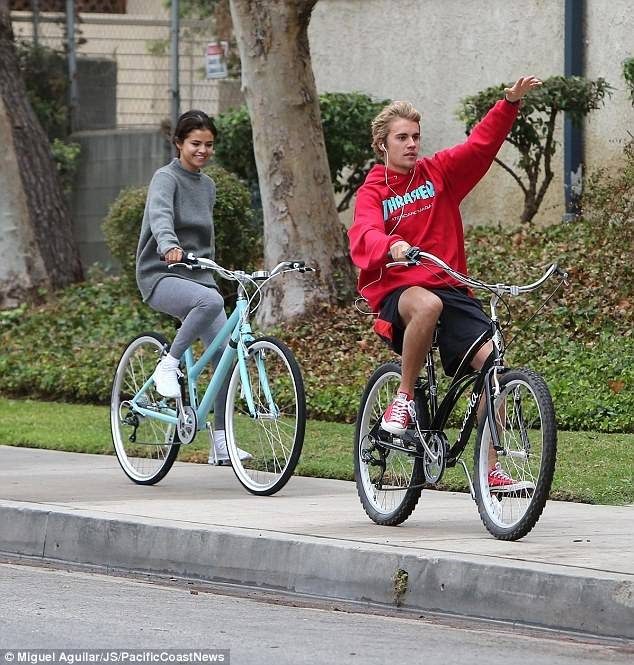 Selena Gomez tràn ngập hạnh phúc bên tình cũ Justin Bieber ảnh 2
