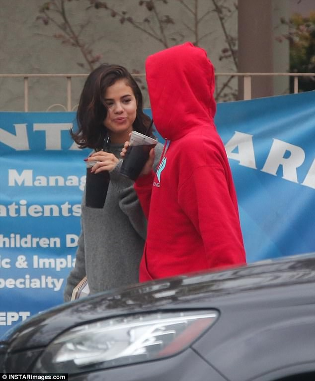 Selena Gomez tràn ngập hạnh phúc bên tình cũ Justin Bieber ảnh 10