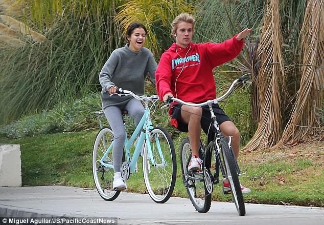 Selena Gomez tràn ngập hạnh phúc bên tình cũ Justin Bieber ảnh 1