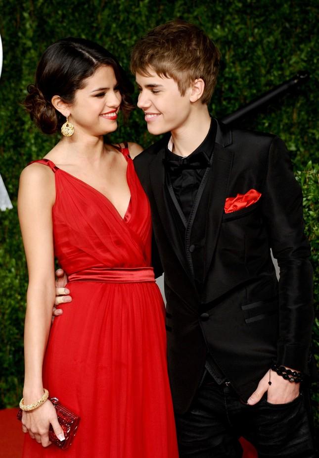 Selena Gomez hôn tình cũ Justin Bieber say đắm ảnh 4