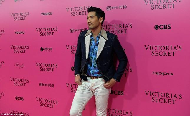 Dàn 'chân dài' Victoria's Secret siêu gợi cảm dự tiệc sau đêm diễn ảnh 23
