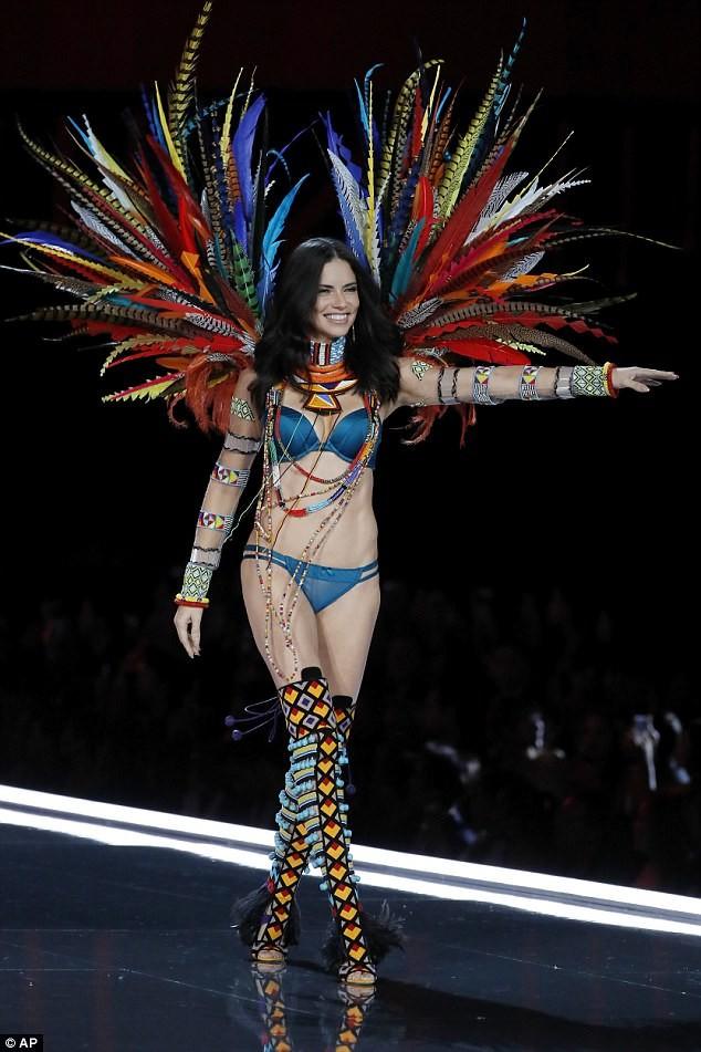 Dàn 'chân dài' Victoria's Secret siêu gợi cảm dự tiệc sau đêm diễn ảnh 8