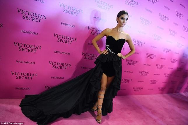Dàn 'chân dài' Victoria's Secret siêu gợi cảm dự tiệc sau đêm diễn ảnh 15