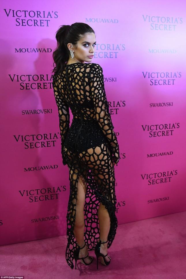 Dàn 'chân dài' Victoria's Secret siêu gợi cảm dự tiệc sau đêm diễn ảnh 17