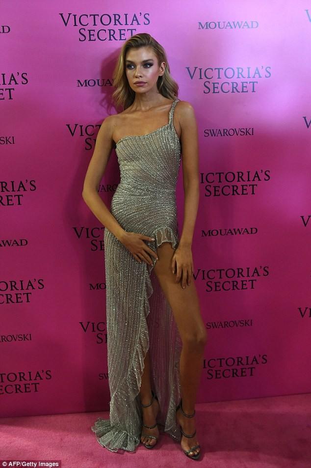 Dàn 'chân dài' Victoria's Secret siêu gợi cảm dự tiệc sau đêm diễn ảnh 13