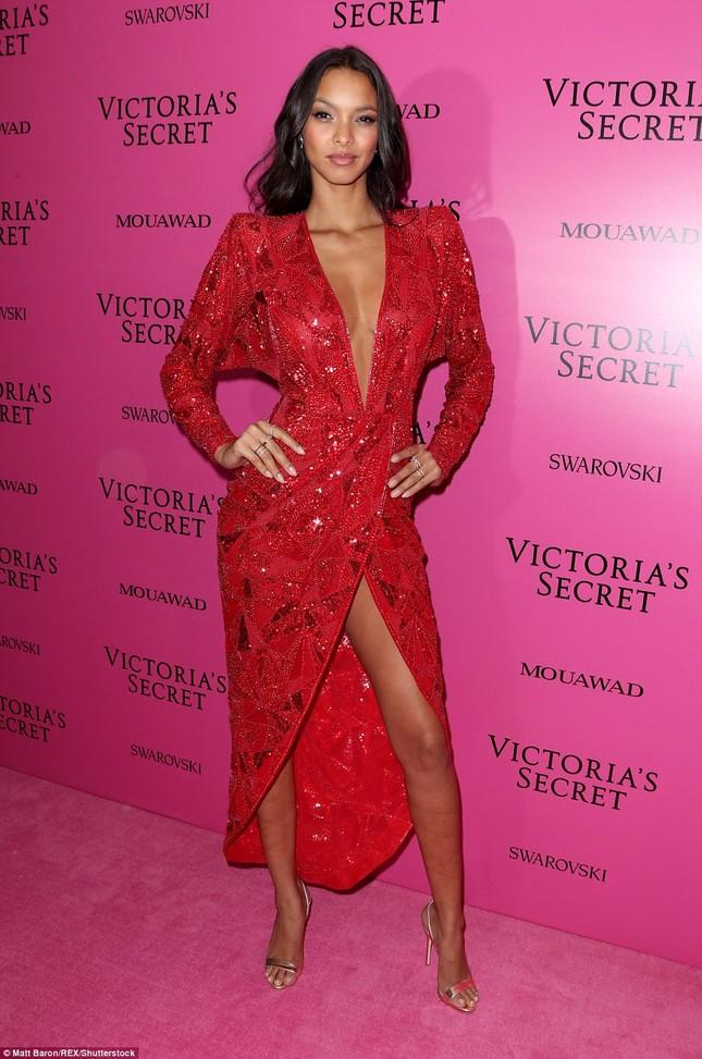 Dàn 'chân dài' Victoria's Secret siêu gợi cảm dự tiệc sau đêm diễn ảnh 11