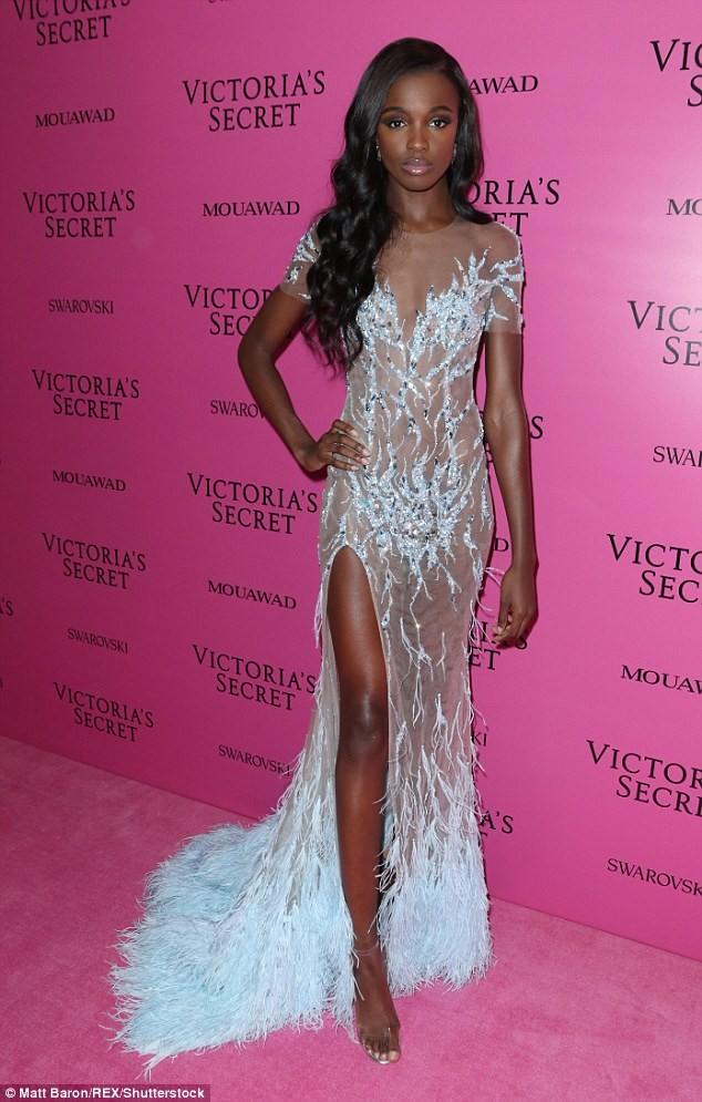 Dàn 'chân dài' Victoria's Secret siêu gợi cảm dự tiệc sau đêm diễn ảnh 20