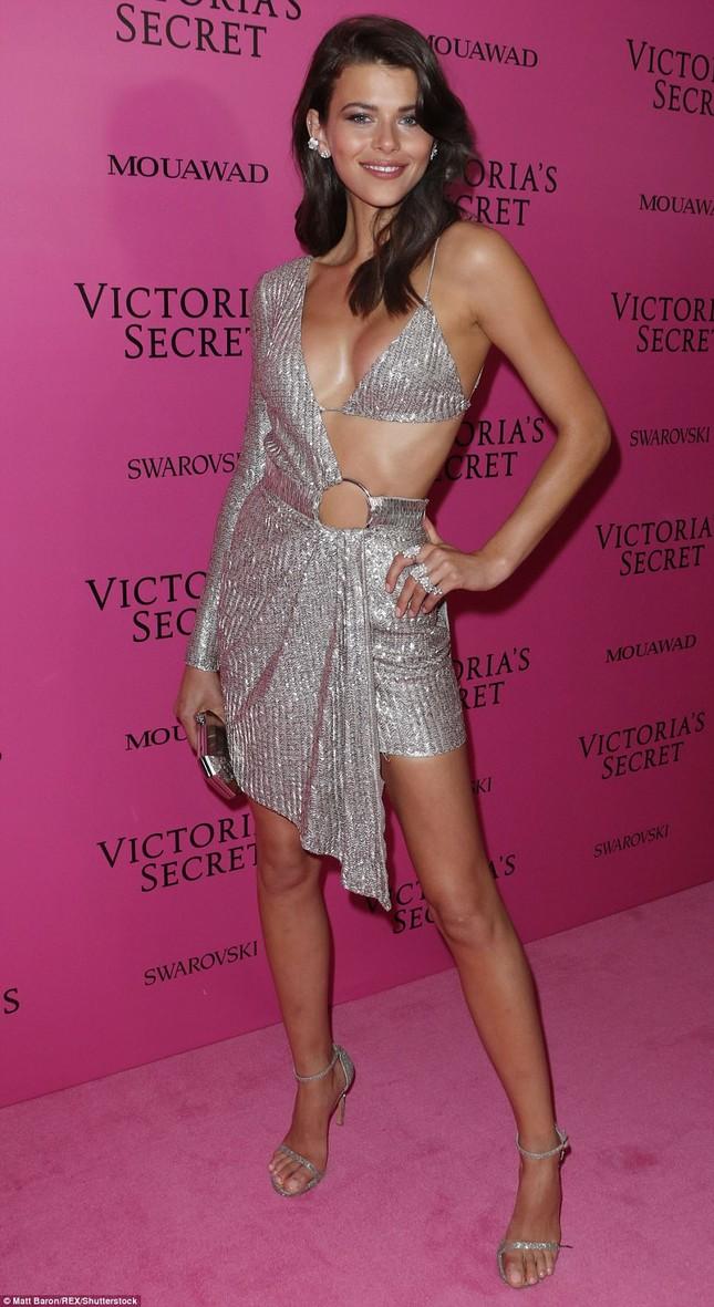 Dàn 'chân dài' Victoria's Secret siêu gợi cảm dự tiệc sau đêm diễn ảnh 19