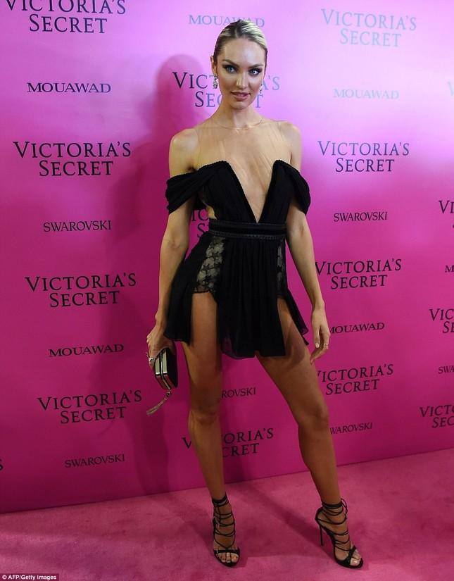 Dàn 'chân dài' Victoria's Secret siêu gợi cảm dự tiệc sau đêm diễn ảnh 10