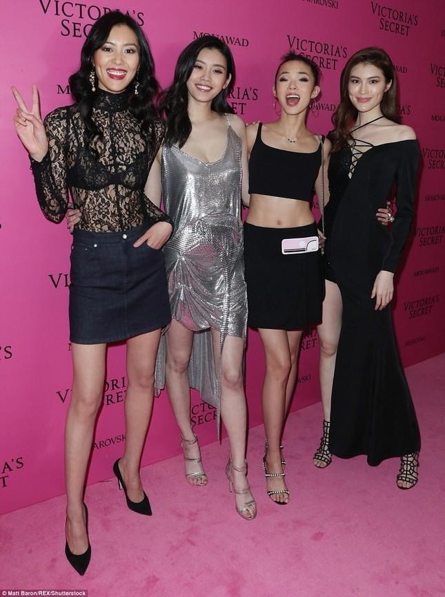 Dàn 'chân dài' Victoria's Secret siêu gợi cảm dự tiệc sau đêm diễn ảnh 21