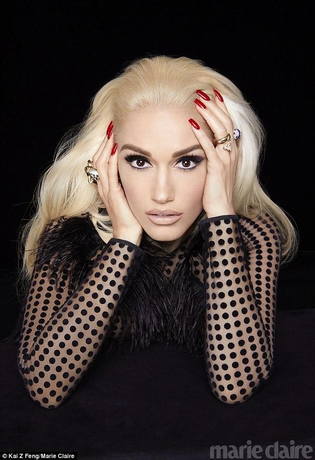 Gwen Stefani lộng lẫy, gợi cảm với đầm siêu ngắn ảnh 10