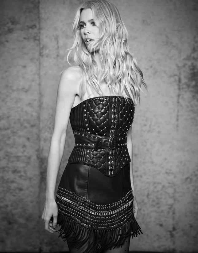 Sắc vóc trẻ đẹp không tuổi của siêu mẫu huyền thoại Claudia Schiffer ảnh 4