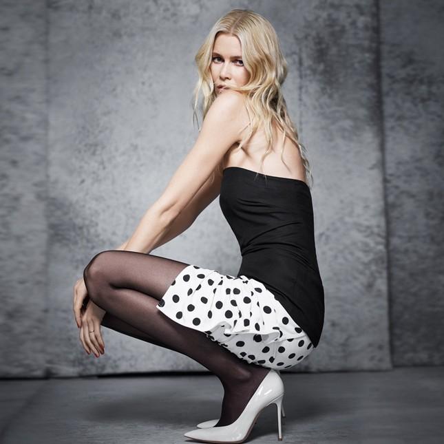 Sắc vóc trẻ đẹp không tuổi của siêu mẫu huyền thoại Claudia Schiffer ảnh 9