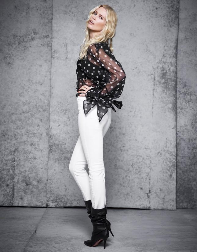 Sắc vóc trẻ đẹp không tuổi của siêu mẫu huyền thoại Claudia Schiffer ảnh 6