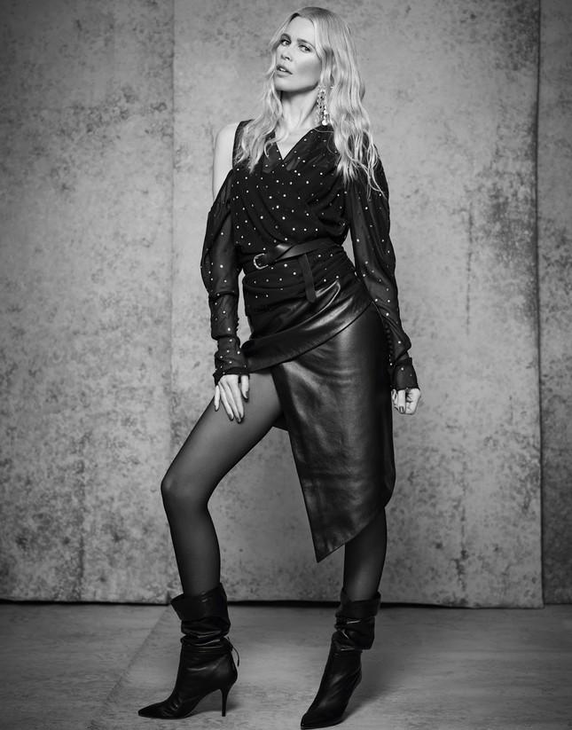 Sắc vóc trẻ đẹp không tuổi của siêu mẫu huyền thoại Claudia Schiffer ảnh 8