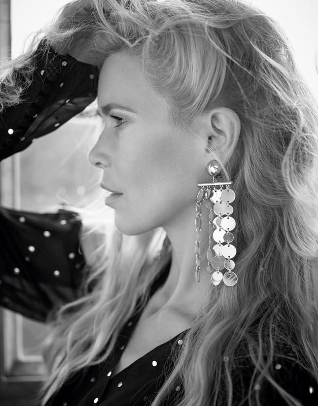 Sắc vóc trẻ đẹp không tuổi của siêu mẫu huyền thoại Claudia Schiffer ảnh 3