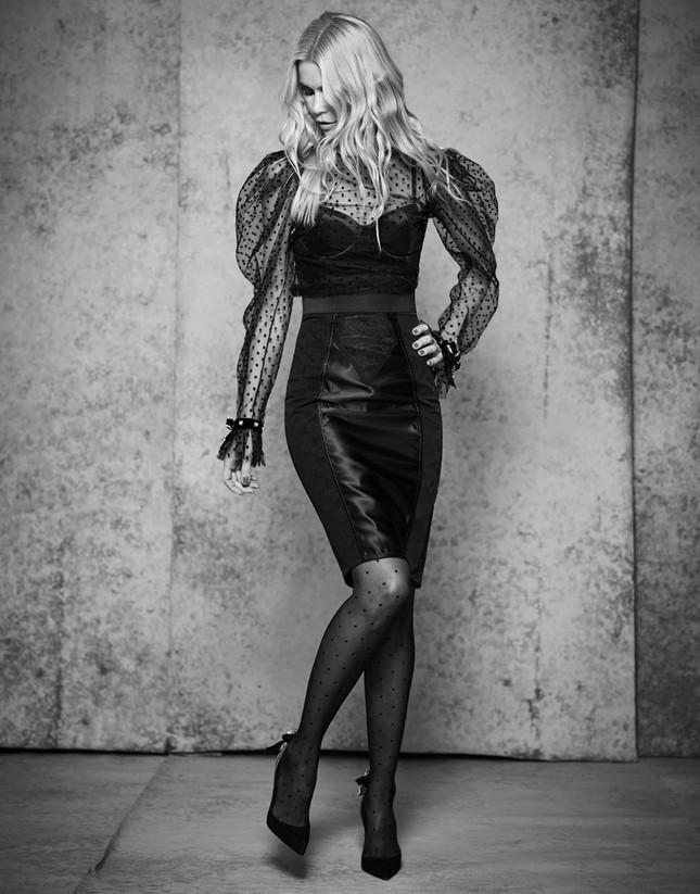 Sắc vóc trẻ đẹp không tuổi của siêu mẫu huyền thoại Claudia Schiffer ảnh 7
