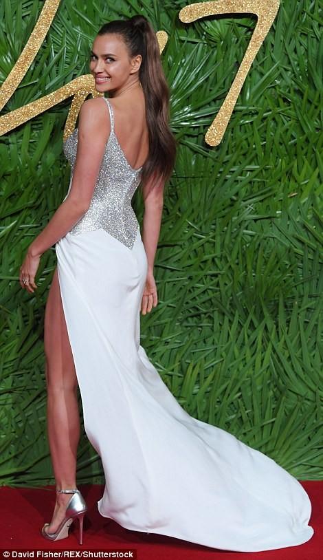 Irina Shayk – 'Nữ thần' gợi cảm trên thảm đỏ thời trang ảnh 4