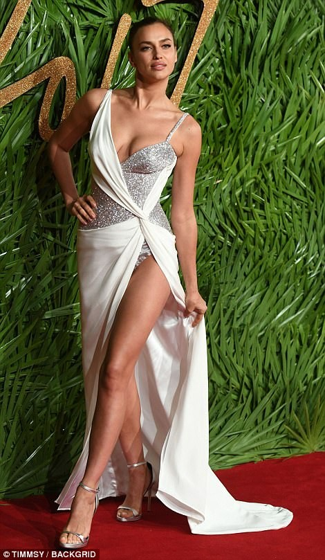 Irina Shayk – 'Nữ thần' gợi cảm trên thảm đỏ thời trang ảnh 3