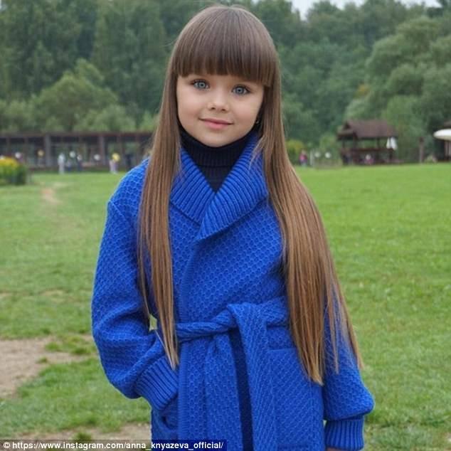 Cô bé người Nga 6 tuổi xinh như búp bê ngoài đời thực ảnh 9