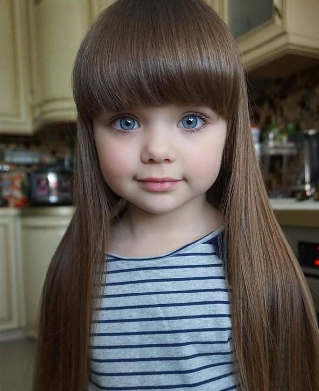 Cô bé người Nga 6 tuổi xinh như búp bê ngoài đời thực ảnh 6