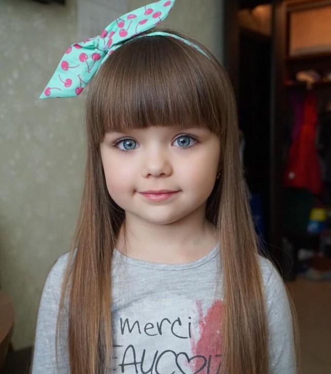 Cô bé người Nga 6 tuổi xinh như búp bê ngoài đời thực ảnh 5