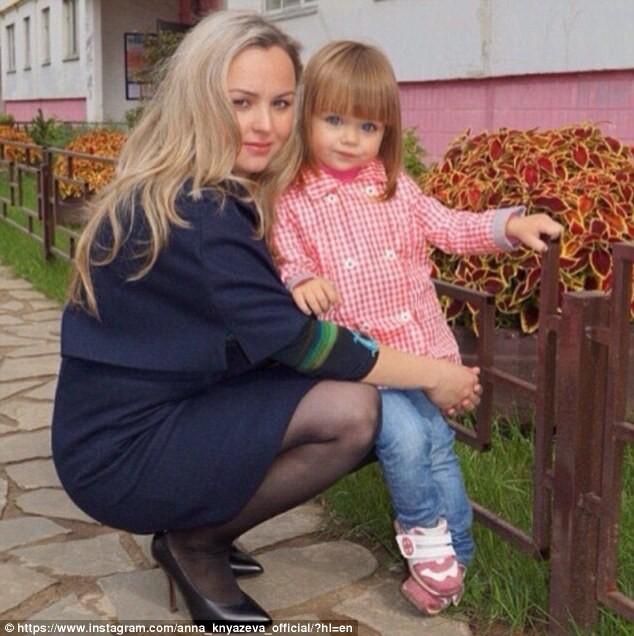 Cô bé người Nga 6 tuổi xinh như búp bê ngoài đời thực ảnh 8