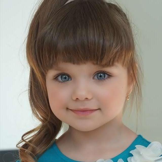 Cô bé người Nga 6 tuổi xinh như búp bê ngoài đời thực ảnh 2