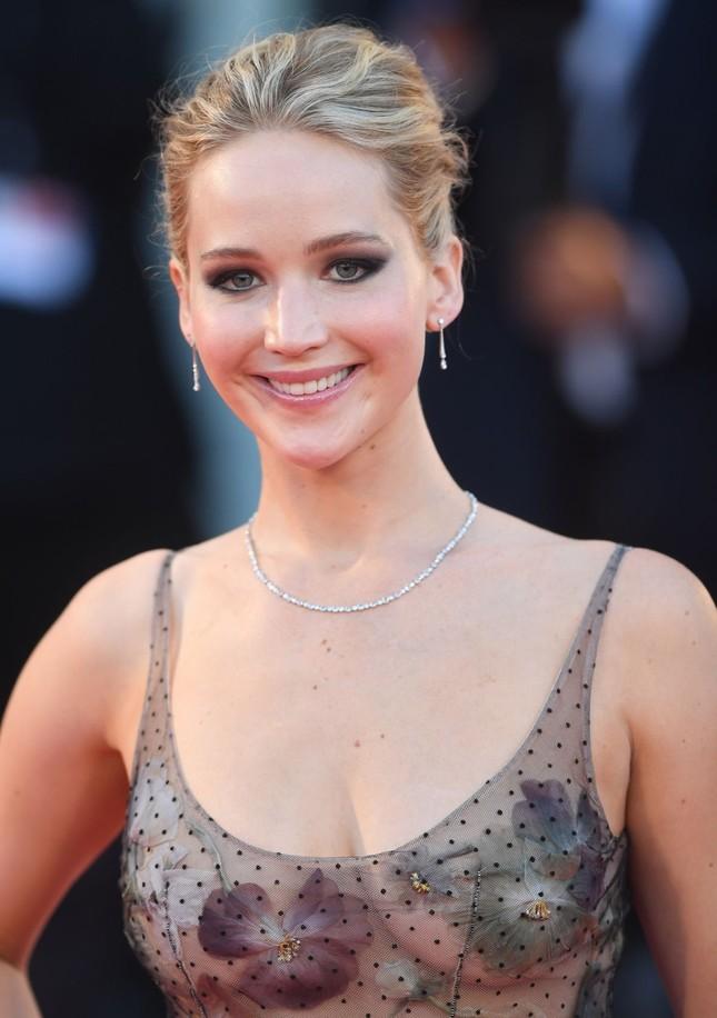 Brad Pitt vướng tin đồn hẹn hò mỹ nhân lộ ảnh nóng Jennifer Lawrence ảnh 8