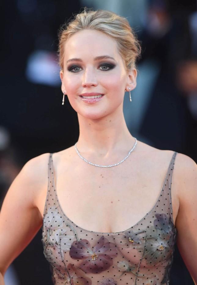 Brad Pitt vướng tin đồn hẹn hò mỹ nhân lộ ảnh nóng Jennifer Lawrence ảnh 9