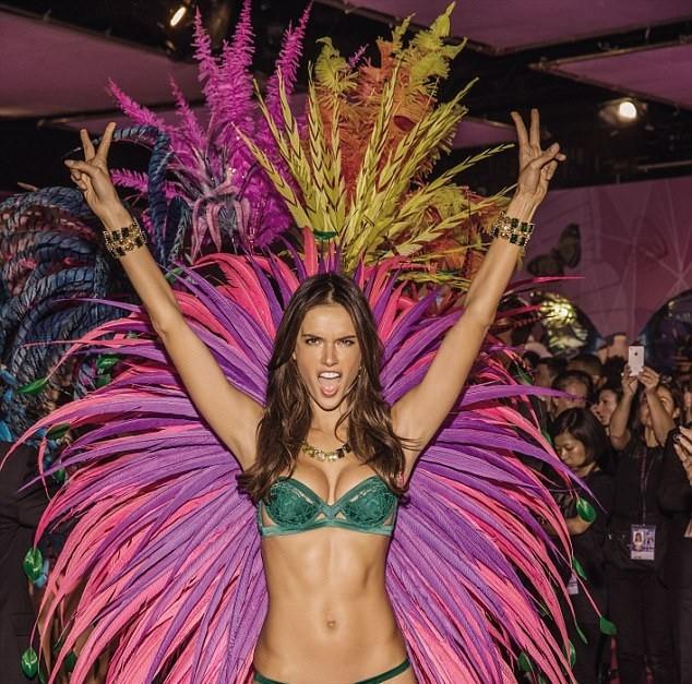 Những bức hình thiên thần Victoria's Secret cực 'hot' lần đầu được tiết lộ ảnh 6