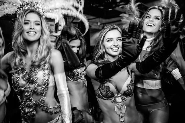 Những bức hình thiên thần Victoria's Secret cực 'hot' lần đầu được tiết lộ ảnh 1