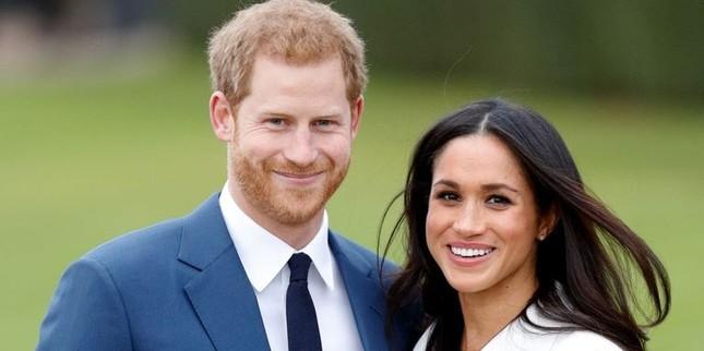 Hoàng tử Harry và người đẹp Meghan Markle hé lộ ngày cưới ảnh 1