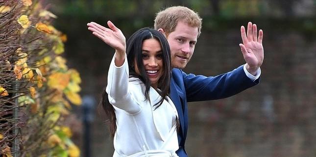 Hoàng tử Harry và người đẹp Meghan Markle hé lộ ngày cưới ảnh 3