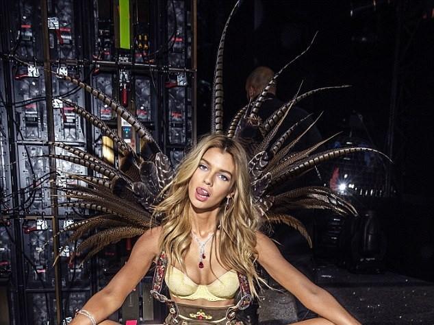 Những bức hình thiên thần Victoria's Secret cực 'hot' lần đầu được tiết lộ ảnh 11