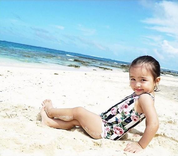 Khoảnh khắc ngọt ngào ở biển của vợ chồng mỹ nhân đẹp nhất Philippines ảnh 4