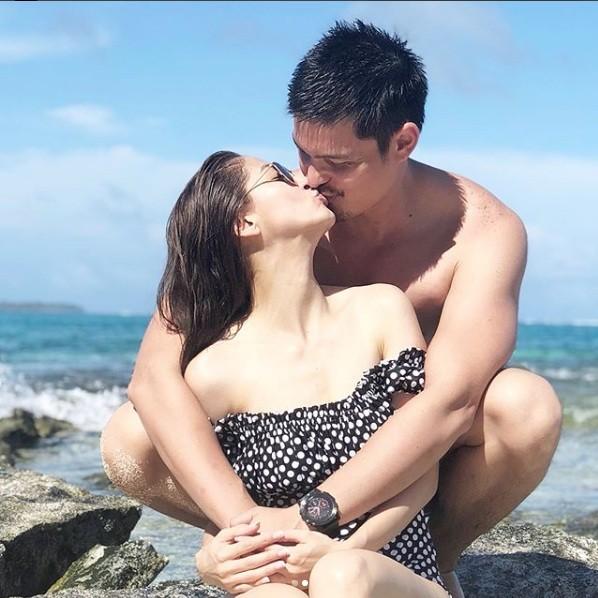 Khoảnh khắc ngọt ngào ở biển của vợ chồng mỹ nhân đẹp nhất Philippines ảnh 2