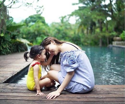 Khoảnh khắc ngọt ngào ở biển của vợ chồng mỹ nhân đẹp nhất Philippines ảnh 9