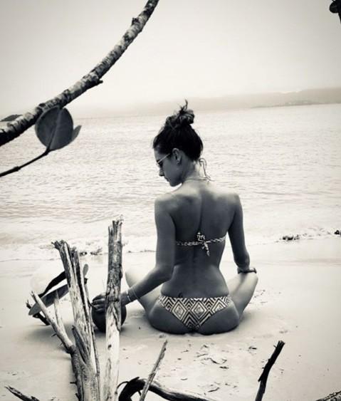 Alessandra Ambrosio gợi cảm như nữ thần ở biển ảnh 4
