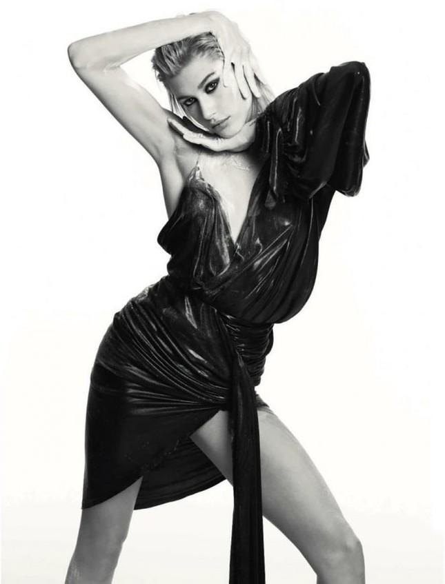 'Chân dài' gợi tình của Maxim tạo dáng táo bạo ảnh 1