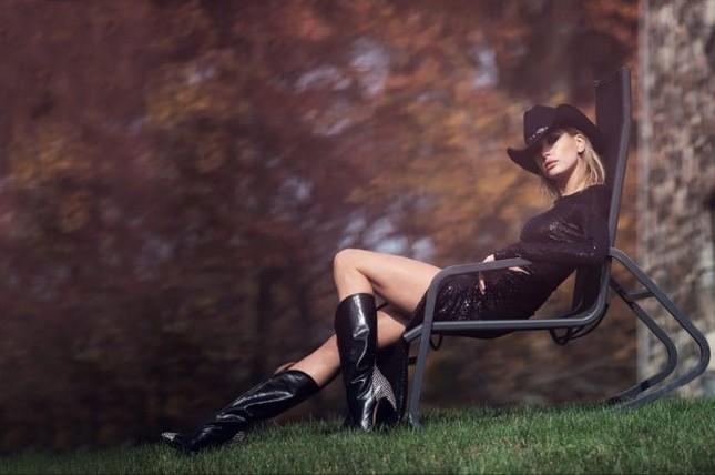 'Chân dài' gợi tình của Maxim tạo dáng táo bạo ảnh 6