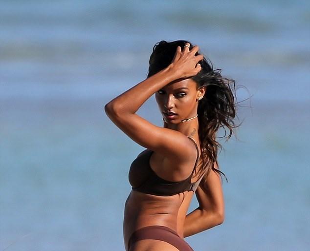 Dàn thiên thần Victoria's Secret quyến rũ ngất ngây ở Miami ảnh 6