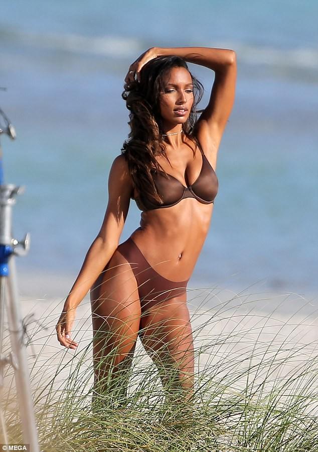 Dàn thiên thần Victoria's Secret quyến rũ ngất ngây ở Miami ảnh 5