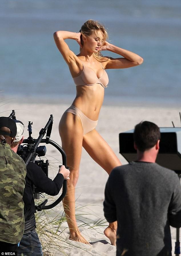 Dàn thiên thần Victoria's Secret quyến rũ ngất ngây ở Miami ảnh 9