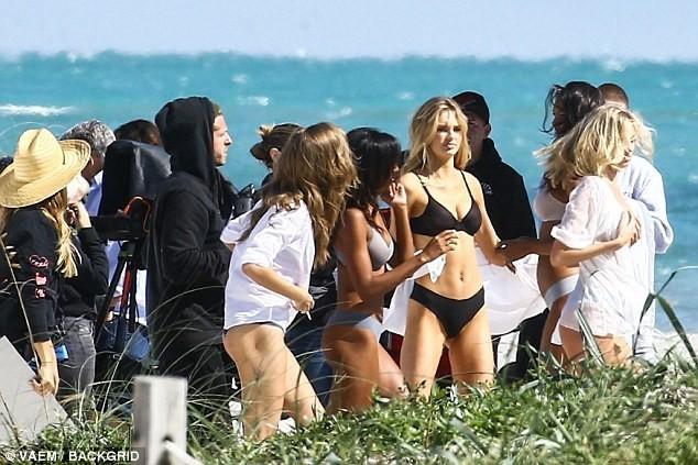 Dàn thiên thần Victoria's Secret quyến rũ ngất ngây ở Miami ảnh 14