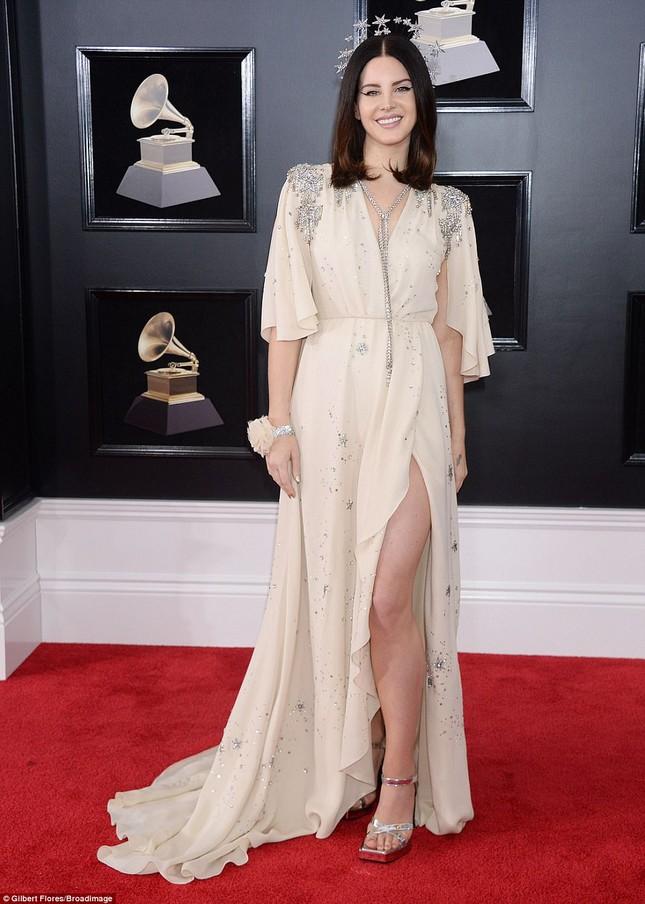 Rita Ora diện váy siêu xẻ quyến rũ hút hồn trên thảm đỏ Grammy ảnh 12