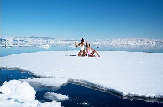 Bộ đôi thiên thần nội y thả dáng 'nóng rực' ở biển Caribe ảnh 13